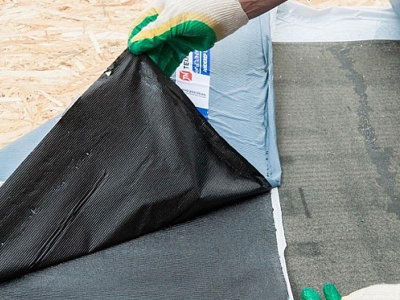 самоклеющийся подкладочный ковер под мягкую черепицу